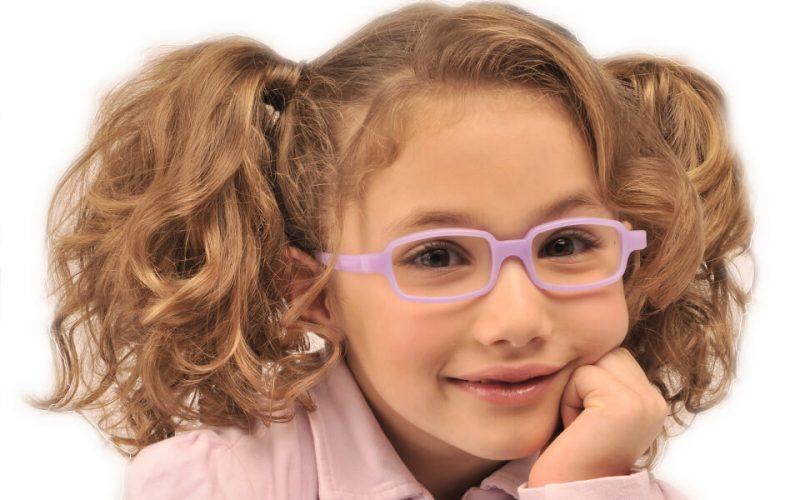 dziewczynka w okularach dla dzieci