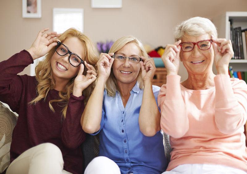 trzy kobiety w okularach progresywnych w dobrej cenie